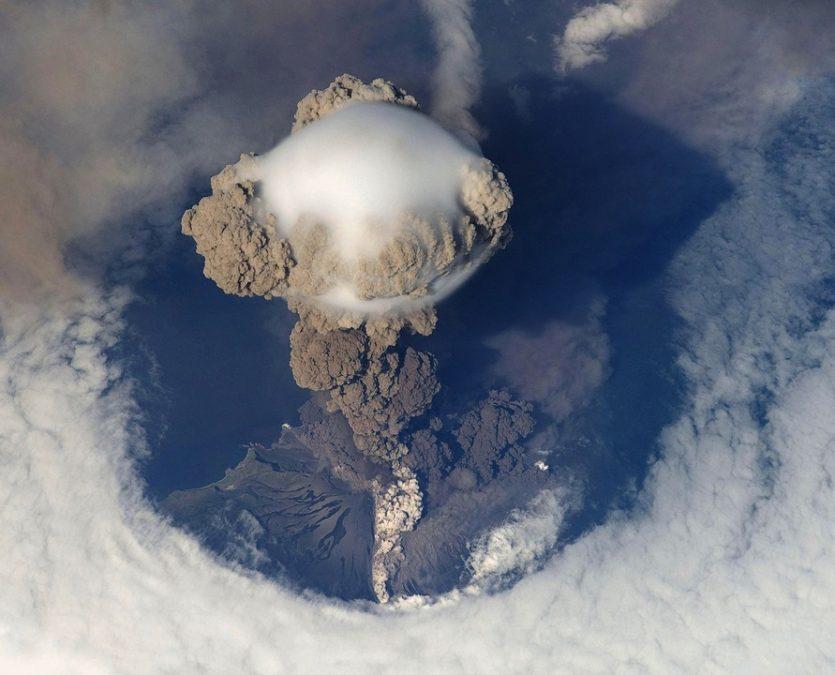 Volcán hawaiano Kilauea hace erupción