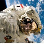 Los astronautas crecen en el espacio