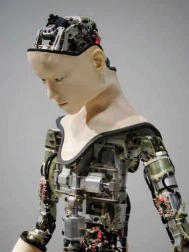 Un nuevo sistema nervioso artificial puede dar a los robots sentido del tacto