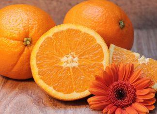 La naranja y las verduras verdes
