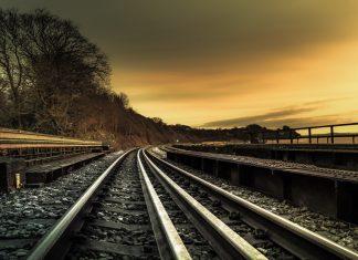 El tramo salva un desnivel de unos 600 m; e incluye el diseño de sendas estaciones en Palmdale y en Burbank.