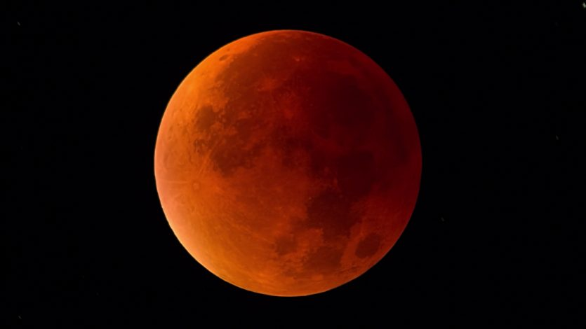La primera observación conocida de un meteorito que se estrella contra la luna durante un eclipse lunar