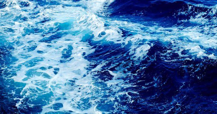 Sistema para desalar el agua del mar sólo mediante energía solar