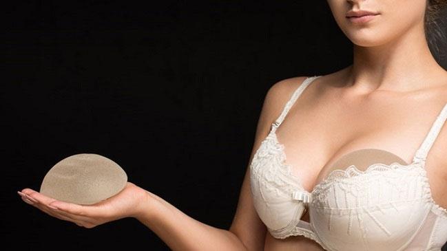 implantes mamarios cáncer